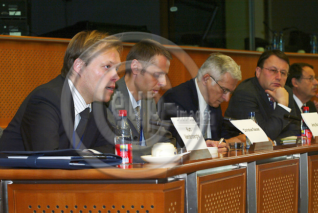 "BRUSSELS - BELGIUM - 10 JANUARY 2006 -- From left .Kurt VANDENBERGHE, Deputy head of cabinet of Commissioner Potocnik, Christian SEISER, Representative of the Austrian Presidency, Austrian Federal Ministry for Education, Science and Culture, Jerzy BUZEK, Rapporteur, Paul RÜBIG (Rubig), EPP-coordinato, and Jens ROSTRUP-NIELSEN, Research Director of Haldor Topsøe, at the panel discussion on FP7: ""Stimulate Innovation and Excellence in the EU"".  PHOTO: ERIK LUNTANG / EUP-IMAGES"