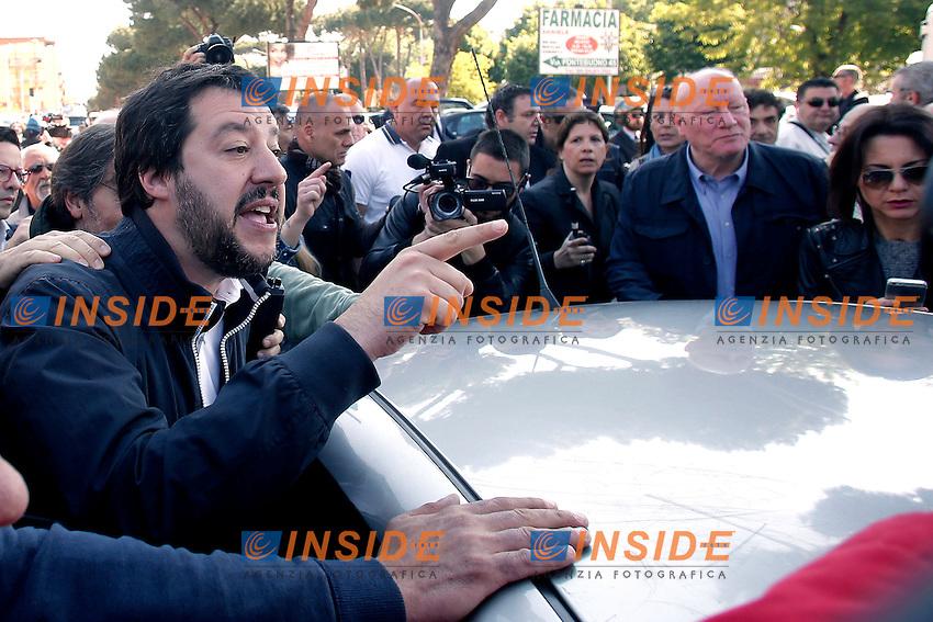 Matteo Salvini<br /> Roma 04-05-2016 Il segretario della Lega Nord contestato al mercato della Montagnola, dove aveva intenzione di visitare il mercato ma e' stato constretto ad abbandonare il quartiere a seguito dei cori dei contestatori.<br /> Photo Samantha Zucchi Insidefoto