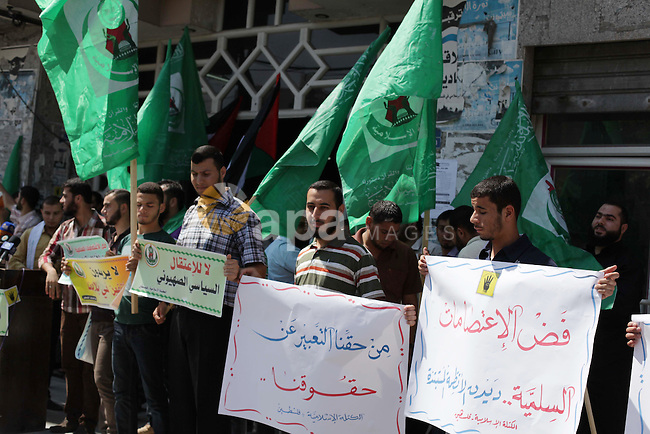 Palestinians hold banners during a protest calling for stop against members of Hamas violence by Ramallah government, in Gaza city on Aug. 22, 2013. Photo by Ashraf Amra