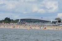 SKUTSJESILEN: LEMMER: Lemster baai, IJsselmeer, 09-08-2012, SKS skûtsjesilen, wedstrijd Lemmer II, ook vanaf het Lemster strand en het terras van het strandpaviljoen werd de wedstrijd gevolgd, ©foto Martin de Jong