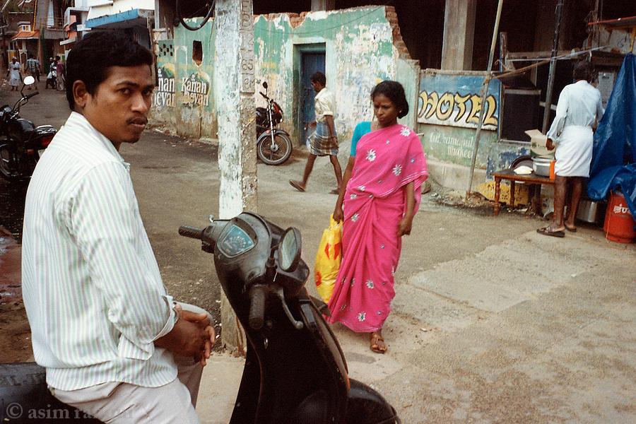 Street scene near the Beema Palli mosque, Kerala