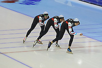 SCHAATSEN: HEERENVEEN: IJsstadion Thialf, 18-11-2012, Essent ISU World Cup, Season 2012-2013, Ladies Team Pursuit, Jilleanne Rookard, Brittany Bowe, Heather Richardson(USA), ©foto Martin de Jong