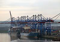 Container Terminal Altenwerder: EUROPA, DEUTSCHLAND, HAMBURG, (EUROPE, GERMANY), 22.11.2007: Container, Verladung, Containerverladung, Hamburger Hafen, HHLA, Elbe, Schiff, Seeschiff, Containerschiff, Logistik, Transport, Wirtschaft, Boom, Elbe, Ausbau, Erweiterung, Container Terminal Altenwerder, Eurokai, Krane, Kran, Koehlbrand, Abend Stimmung, Aufwind-Luftbilder.c o p y r i g h t : A U F W I N D - L U F T B I L D E R . de.G e r t r u d - B a e u m e r - S t i e g 1 0 2, .2 1 0 3 5 H a m b u r g , G e r m a n y.P h o n e + 4 9 (0) 1 7 1 - 6 8 6 6 0 6 9 .E m a i l H w e i 1 @ a o l . c o m.w w w . a u f w i n d - l u f t b i l d e r . d e.K o n t o : P o s t b a n k H a m b u r g .B l z : 2 0 0 1 0 0 2 0 .K o n t o : 5 8 3 6 5 7 2 0 9.C o p y r i g h t n u r f u e r j o u r n a l i s t i s c h Z w e c k e, keine P e r s o e n l i c h ke i t s r e c h t e v o r h a n d e n, V e r o e f f e n t l i c h u n g  n u r  m i t  H o n o r a r  n a c h M F M, N a m e n s n e n n u n g  u n d B e l e g e x e m p l a r !.
