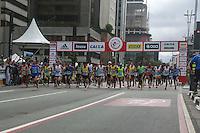 SAO PAULO, SP, 31.12.2013 - 89 CORRIDA DE SAO SILVESTRE -  Milhares de corredores participam na Corrida Internacional de São Silvestre 89 ao longo da Avenida Paulista em São Paulo, em 31 de dezembro de 2013. Com participação recorde de 27.500 atletas, de 41 países o evento tradicional da véspera de Ano Novo. (Foto: William Volcov / Brazil Photo Press).