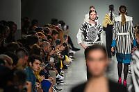 LISBOA, PORTUGAL, 06.03.2020 -MODA LISBOA AWAKE - Modelo durante desfile da grife Carlos Gil em Lisboa, Portugal, nesse sexta 06. (Foto: Bruno de Carvalho/Brazil Photo Press)
