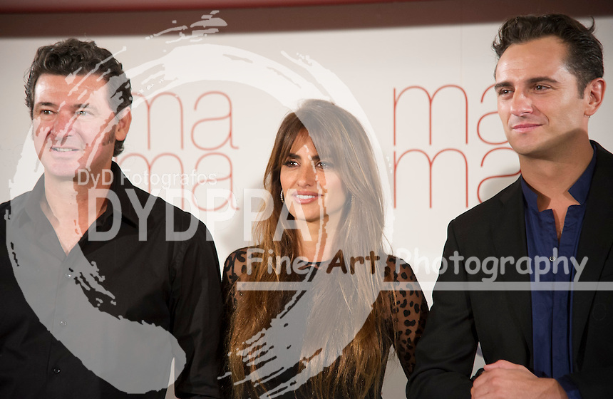 FromL Director Julio Medem, Penelope Cruz and Asier Etxeandia