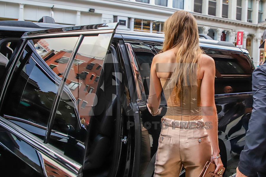 NOVA YORK, NY, 26.08.2019 - CELEBRIDADE-EUA - As modelos e irmas Bella e Gigi Hahid sao vistas na cidade de Nova York nesta segunda-feira, 26. (Foto: Vanessa Carvalho/Brazil Photo Press)