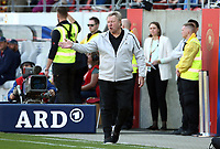 Trainer Horst Hrubesch gesture,     /   World Championships Qualifiers women women /  2017/2018 / 07.04.2018 / DFB National Team / GER Germany vs. Czech Republic CZE 180407034 / <br />  *** Local Caption *** © pixathlon<br /> Contact: +49-40-22 63 02 60 , info@pixathlon.de