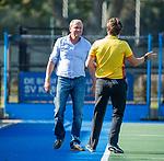 UTRECHT - coach Michel van den Heuvel (Bldaal) met scheidsrechter Paul vd Assum,   tijdens   de hoofdklasse competitiewedstrijd mannen, Kampong-Bloemendaal (2-2) . COPYRIGHT   KOEN SUYK