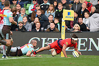 Dean Hammond of Worcester Warriors scores his second try of the match. Aviva Premiership match, between Harlequins and Worcester Warriors on October 28, 2017 at the Twickenham Stoop in London, England. Photo by: Patrick Khachfe / JMP