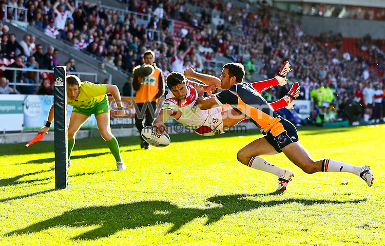 Picture by Alex Whitehead/SWpix.com - 14/09/2013 - Rugby League - Super League Playoff's - St Helens v Hull Kingston Rovers - Langtree Park , St Helens, England - St Helens' Tommy Makinson scores a try.