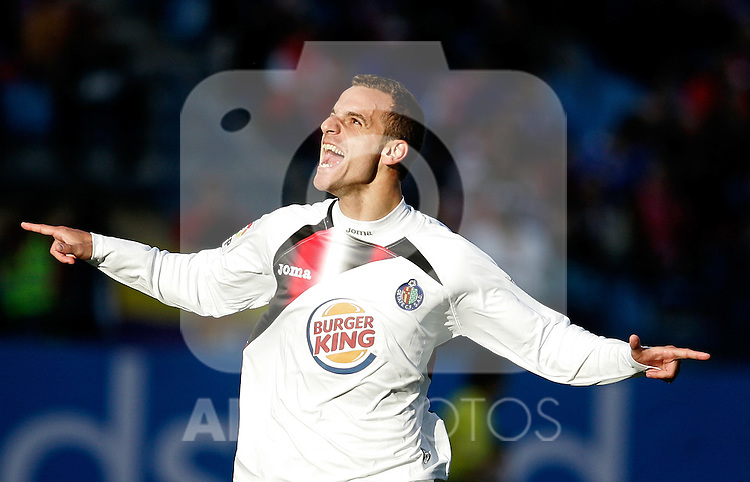 Getafe's Roberto Soldado celebrates during La Liga match, May 15, 2010. (ALTERPHOTOS/Alvaro Hernandez).