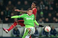 FUSSBALL   1. BUNDESLIGA   SAISON 2012/2013    22. SPIELTAG VfL Wolfsburg - FC Bayern Muenchen                       15.02.2013 Luiz Gustavo (hinten, FC Bayern Muenchen) gegen Ivica Olic (vorn, VfL Wolfsburg)
