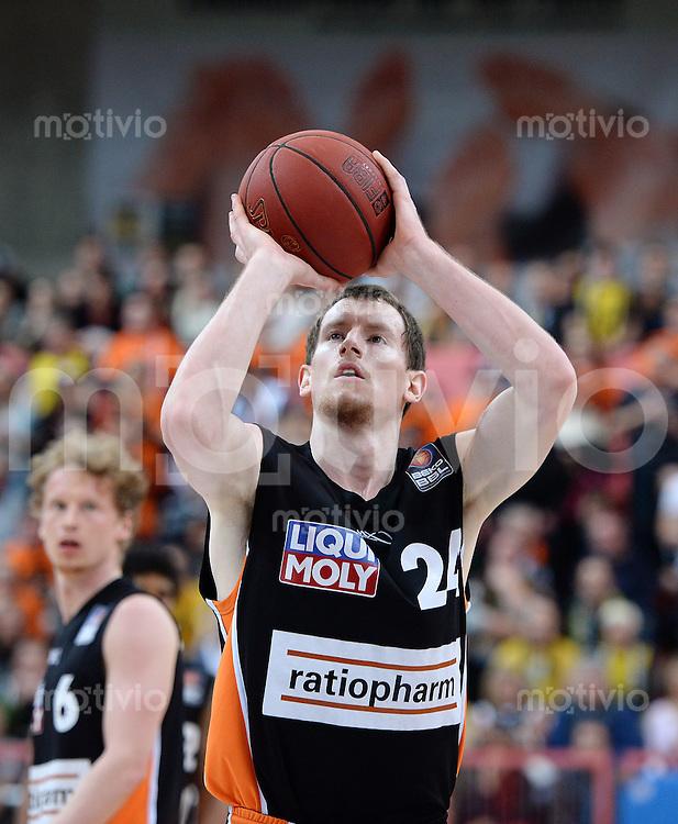 Basketball 1. Bundesliga  2013/2014 Walter Tigers Tuebingen - ratiopharm Ulm      01.03.2014 Matt Howard (Ulm) beim Freiwurf