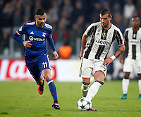Calcio, Champions League: Gruppo H, Juventus vs Lione. Torino, Juventus Stadium, 2 novembre 2016. <br /> Juventus&rsquo; Stefano Sturaro, right, is chased by Lyon's Rachid Ghezzal during the Champions League Group H football match between Juventus and Lyon at Turin's Juventus Stadium, 2 November 2016. The game ended 1-1.<br /> UPDATE IMAGES PRESS/Isabella Bonotto