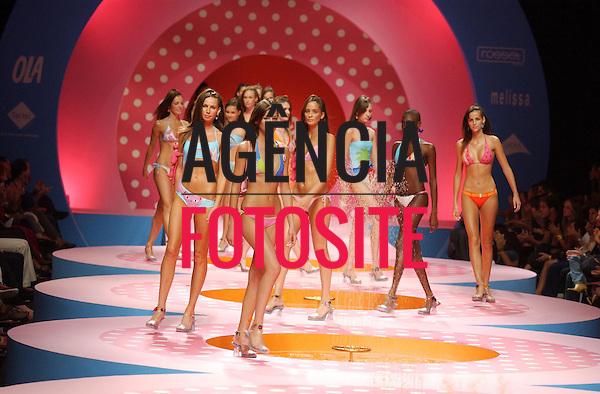 Rio de Janeiro, Brasil – 07/07/2003 - Desfile de Salinas durante o Fashion Rio -  verão 2004. Foto: Agência Fotosite