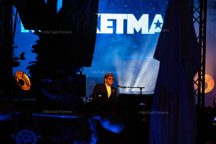 """16 Mai 2019 <br /> <br /> Elton John en concert sur la plage du Carlton pour la présentation de son film """" Rocketman """" Elton John in concert at the Carlton beach for the presentation of his movie """" Rocketman """"."""