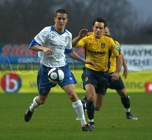 21st November 2009. Barrow's Andy Bond (blue and white shirt) battles for the ball with Oxford's SImon Clist during the first half. Blue Square Premier League match - Oxford United v AFC Barrow Town at Oxford, Oxfordshire, England. Photo: Colin Read/Actionplus Editorial Use Only