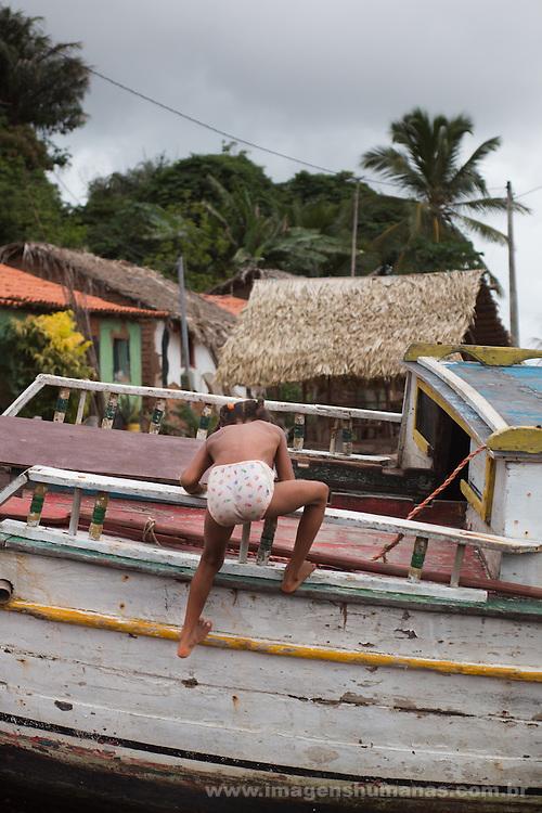 A comunidade Quilombola Iguaiba situa-se a cerca de 60 quilômetros da cidade de Alcântara por terra, mas os moradores preferem ir de barco por conta das condições da estrada de chão, a viagem dura 1h. Cerca de 16 famílias vivem principalmente da pesca de camarão e peixe.  A comunidade já é certificada pela fundação Palmares como quilombola e atualmente (março de 2015) o processo de titulação encontra-se em andamento. A comunidade não está na região que foi tomada pela Base Espacial de Lançamento.