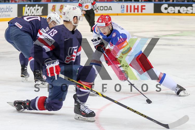 Russlands Kulyomin, Nikolai (Nr.41)(New York Islander) im Zweikampf mit USAs Bonino, Nick (Nr.13)(Vancouver Canucks)  im Spiel IIHF WC15 Russia vs. USA.<br /> <br /> Foto &copy; P-I-X.org *** Foto ist honorarpflichtig! *** Auf Anfrage in hoeherer Qualitaet/Aufloesung. Belegexemplar erbeten. Veroeffentlichung ausschliesslich fuer journalistisch-publizistische Zwecke. For editorial use only.