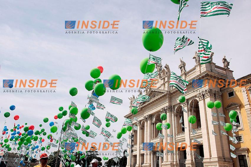 Palloncini con la basilica di San Giovanni<br /> Roma 22/06/2013 Corteo Manifestazione dei sindacati riuniti CGIL, CISL E UIL.<br /> Photo Samantha Zucchi Insidefoto