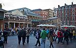 Londyn 2009-10-24. Piazza i Central Market.