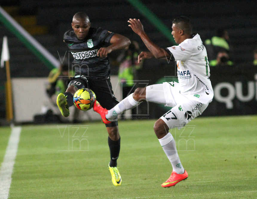 BOGOTA -COLOMBIA, 1 -SEPTIEMBRE-2014. Paulo Cesar Arango de La Equidad Seguros  disputa el balón con Miller Mosquera ( I ) del Atletico Nacional  durante partido de la  septima  fecha  de La Liga Postobón 2014-2. Estadio Nemesio Camacho El Campin . / Paulo Cesar Arango (R) of Equidad FC    fights for the ball with Miller Mosquera  of Atletico Nacional    during match of the 7th date of Postobon  League 2014-2. El Campin  Stadium. Photo: VizzorImage / Felipe Caicedo / Staff