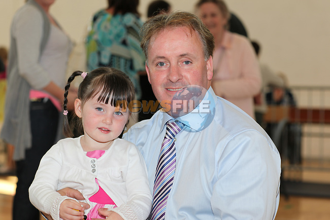 Drogheda borough council count in Drogheda colege of further education..Ken O'Heleigh and Granddaughter..Pic: Fran Caffrey/www.newsfile.ie