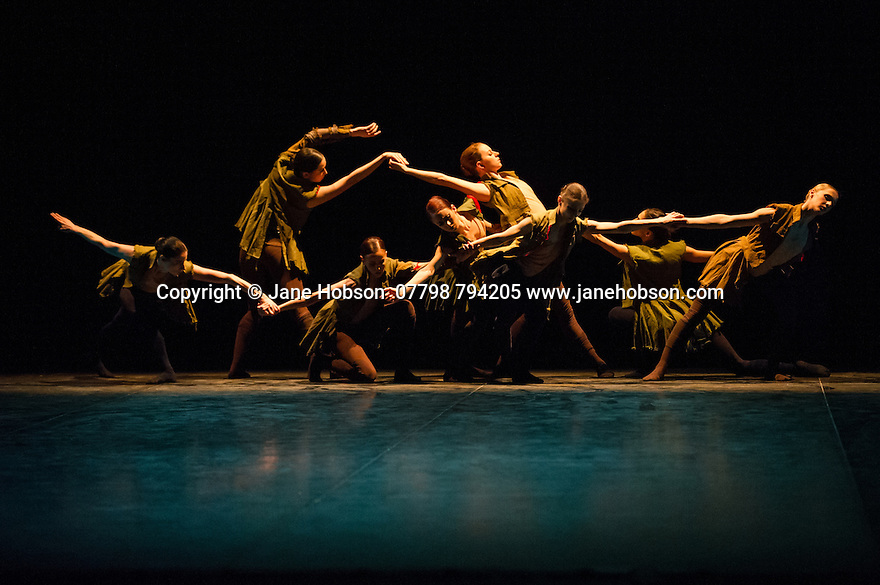 London, UK. 01.04.2014. English National Ballet, in LEST WE FORGET, at the Barbican. Picture shows: SECOND BREATH, choreographed by Russell Maliphant, with Alina Cojocaru and Junor Souza. Photograph © Jane Hobson.