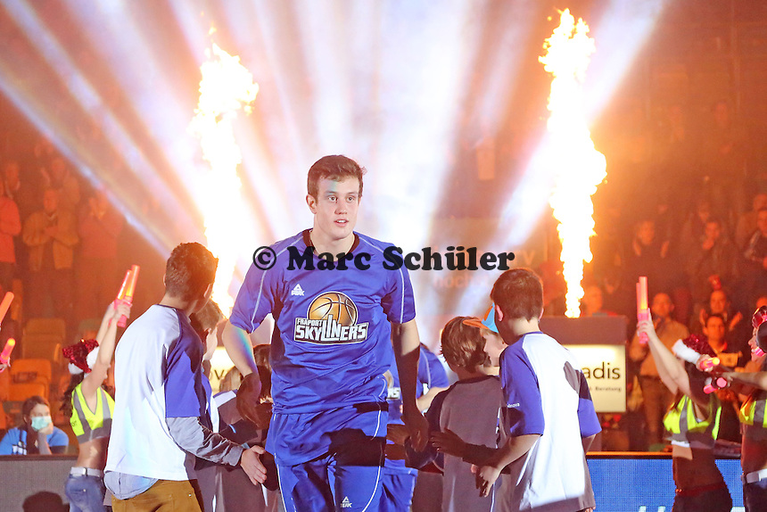 Johannes Richter (Skyliners) läuft ein - Fraport Skyliners vs. New Yorker Phantoms Braunschweig, Fraport Arena Frankfurt