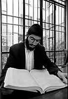 Milano:studente di Yeshiva' (scuola talmudica).Milan: Yeshiva' student (talmudic school)..