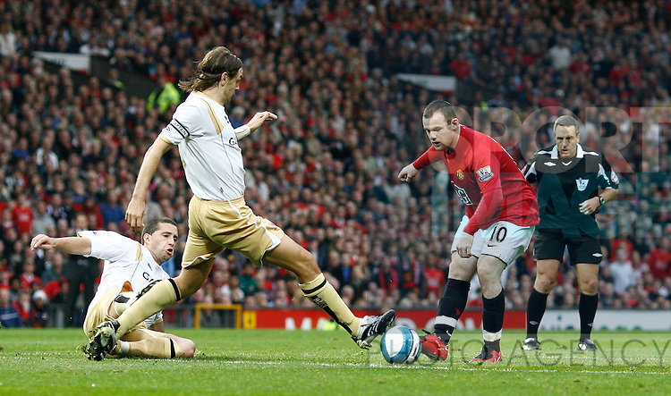 Wayne Rooney of Manchester United has his shot blocked by Jonathan Woodgate of Middlesbrough