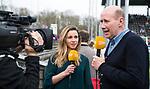AMSTELVEEN - Hockey - Hoofdklasse competitie dames. AMSTERDAM-DEN BOSCH (3-1) . Ziggo presentator John van Vliet  met Ellen Hoog.     COPYRIGHT KOEN SUYK