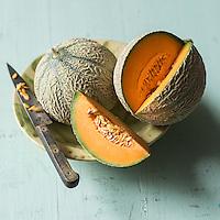 Melon brodé de Cavaillion /  Cantaloupe melon - Stylisme : Valérie LHOMME