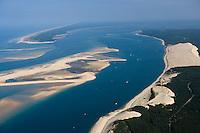 Europe/France/Aquitaine/33/Gironde/Bassin d'Arcachon: la Dune du Pyla,: les passes du Bassin d'Arcachon (Entrée), avec le Banc d'Arguin - réserve naturelle - A gauche, la pointe du Cap Ferret   -Vue aérienne