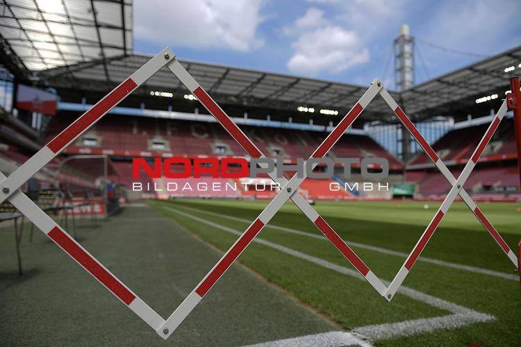 nph00351:  Absperrung im Innenraum des leeren Stadions.<br /> Sport: Fussball: 1. Bundesliga: Saison 19/20: 26.Spieltag: 1.FC KOELN-FSV MAINZ 05,17.05.2020.<br />  <br /> Nur für journalistische Zwecke! Only for editorial use!<br /> Gemäß den Vorgaben der DFL Deutsche Fußball Liga ist es untersagt, in dem Stadion und/oder vom Spiel angefertigte Fotoaufnahmen in Form von Sequenzbildern und/oder videoähnlichen Fotostrecken zu verwerten bzw. verwerten zu lassen. DFL regulations prohibit any use of photographs as image sequences and/or quasi-video.<br /> <br /> <br />  <br /> Foto: Anke Waelischmiller/SVEN SIMON/POOL/via Meuter/nordphoto