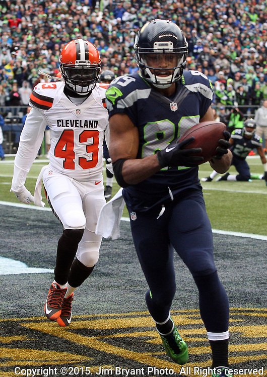Seattle Seahawks wide receiver Doug Baldwin (89) hauls in a 3-yard touchdown against Cleveland Browns defensive back Charles Gaines (43) at CenturyLink Field in Seattle, Washington on December 20, 2015. The Seahawks clinched their fourth straight playoff berth in four seasons by beating the Browns 30-13.  ©2015. Jim Bryant Photo. All Rights Reserved.