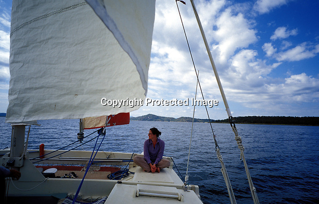 dicozim00155.African Country. Zimbabwe.An unidentified tourist on a catamaran on April 15, 2003 on Lake Kariba, a lake in Zimbabwe. Leisure, tourist destination, lifestyle. .©Per-Anders Pettersson/iAfrika Photos