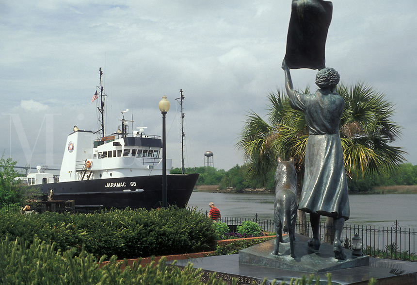 "AJ2590, Savannah, Georgia, Statue of Florence Martus the """"Waving Girl"""" on the Riverfront along the Savannah River in Savannah in the state of Georgia."
