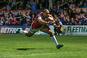 7th September 2017, Beaumont Legal Stadium, Wakefield, England; Betfred Super League, Super 8s; Wakefield Trinity versus St Helens; TongaBill Tupou of Wakefield Trinity makes his final approach for a fantastic solo try