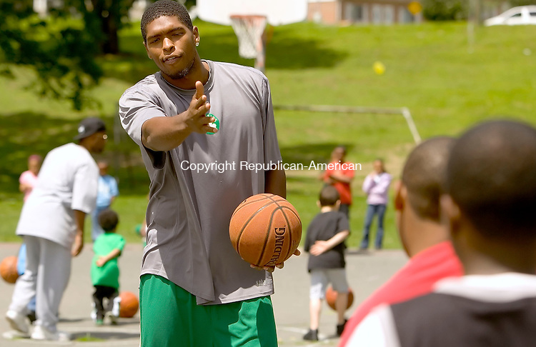 WATERBURY, CT--10 JUNE 2006 -061006JS13- Boston Celtic and former Wilby High School basketball player Ryan Gomes conducts a basketball clinic for Waterbury youngsters on Saturday at Hamilton Park in Waterbury. The program was part of the Hoops for Heart Health program -- Jim Shannon Republican-American