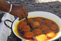 SALVADOR, BA, 28.03.2014 - ACARRAJÉ-BA - Imagem de arquivo de Acarajé vendido no Pelourinho na cidade de Salvador (BA).  (Foto: Joá Souza / Brazil Photo Press).
