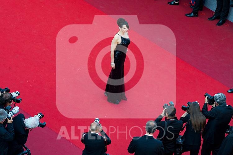70eme Festival International du Film de Cannes. Montee de la ceremonie de cloture, vues du toit du Palais . 70th International Cannes Film Festival. Vew from rof top of closing red carpet<br /> <br /> Binoche, Juliette