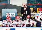 Stockholm 2014-12-01 Ishockey Hockeyallsvenskan AIK - S&ouml;dert&auml;lje SK :  <br /> S&ouml;dert&auml;ljes tr&auml;nare coach Jan Janne Karlsson ser nedst&auml;md ut i b&aring;set med S&ouml;dert&auml;ljes spelare under matchen mellan AIK och S&ouml;dert&auml;lje SK <br /> (Foto: Kenta J&ouml;nsson) Nyckelord:  AIK Gnaget Hockeyallsvenskan Allsvenskan Hovet Johanneshov Isstadion S&ouml;dert&auml;lje SSK