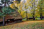 Wygiezłów, 14-10-2017 (woj. małopolskie) Nadwiślański Park Etnograficzny. Stodoła ośmioboczna ze wsi Kaszów z połowy XIX wieku.