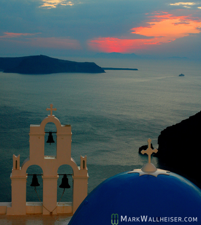 The sunsets on the cauldron in Santorini, Greece.    (Mark Wallheiser/TallahasseeStock.com)