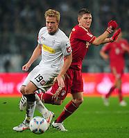 FUSSBALL   1. BUNDESLIGA   SAISON 2011/2012   18. SPIELTAG Borussia Moenchengladbach - FC Bayern Muenchen    20.01.2012 Mike Hanke (li, Borussia Moenchengladbach) gegen Bastian Schweinsteiger (re, Bayern)