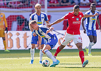 Marius Wolf (Hertha BSC Berlin) gegen Robin Quaison (1. FSV Mainz 05) - 14.09.2019: 1. FSV Mainz 05 vs. Hertha BSC Berlin, 4. Spieltag Bundesliga, OPEL Arena<br /> DISCLAIMER: DFL regulations prohibit any use of photographs as image sequences and/or quasi-video.