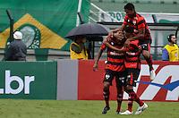 ATENÇÃO EDITOR: FOTO EMBARGADA PARA VEÍCULOS INTERNACIONAIS - SÃO PAULO, SP, 25 DE NOVEMBRO DE 2012 - CAMPEONATO BRASILEIRO - PALMEIRAS x ATLETICO GOIANIENSE: Ernandes (e) comemora gol durante partida Palmeiras x Atletico Goianiense, válida pela 37ª rodada do Campeonato Brasileiro no Estádio do Pacaembú. FOTO: LEVI BIANCO - BRAZIL PHOTO PRESS