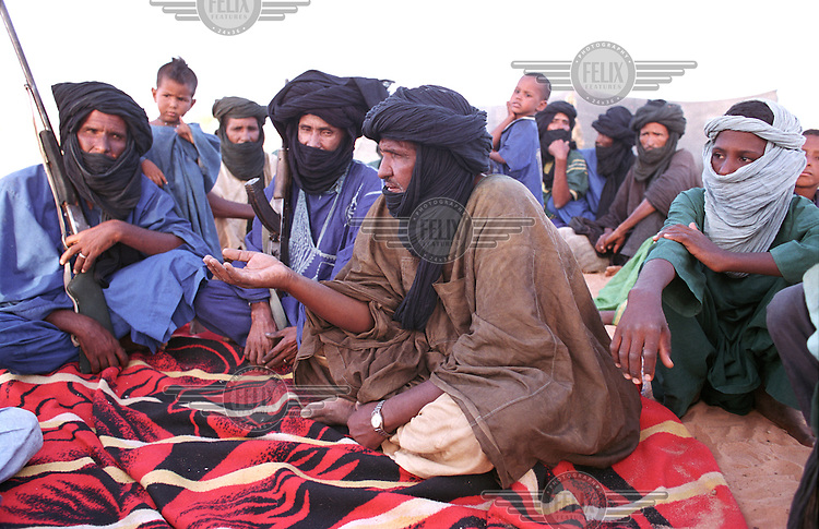 ©Crispin Hughes/Panos Pictures..MALI Tintidewi..Meeting of regional Tuareg, Songhai and other leaders to discuss peace and disarmament after the Tuareg rebellion.......